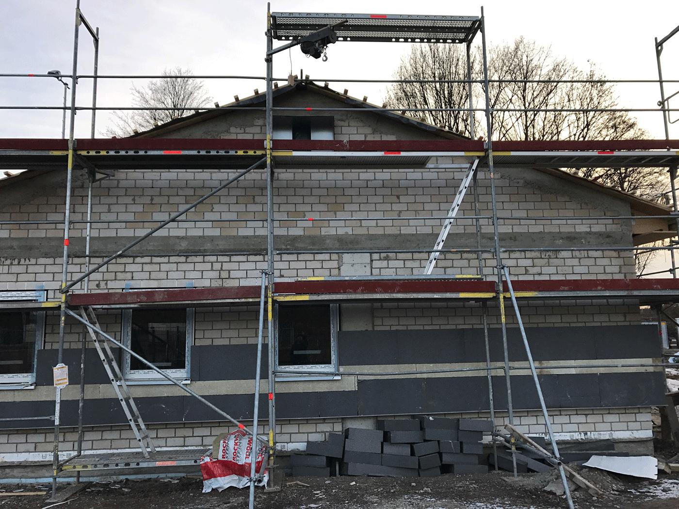 Vereinshaus für Fußballverein mit Umkleiden und Duschen.
