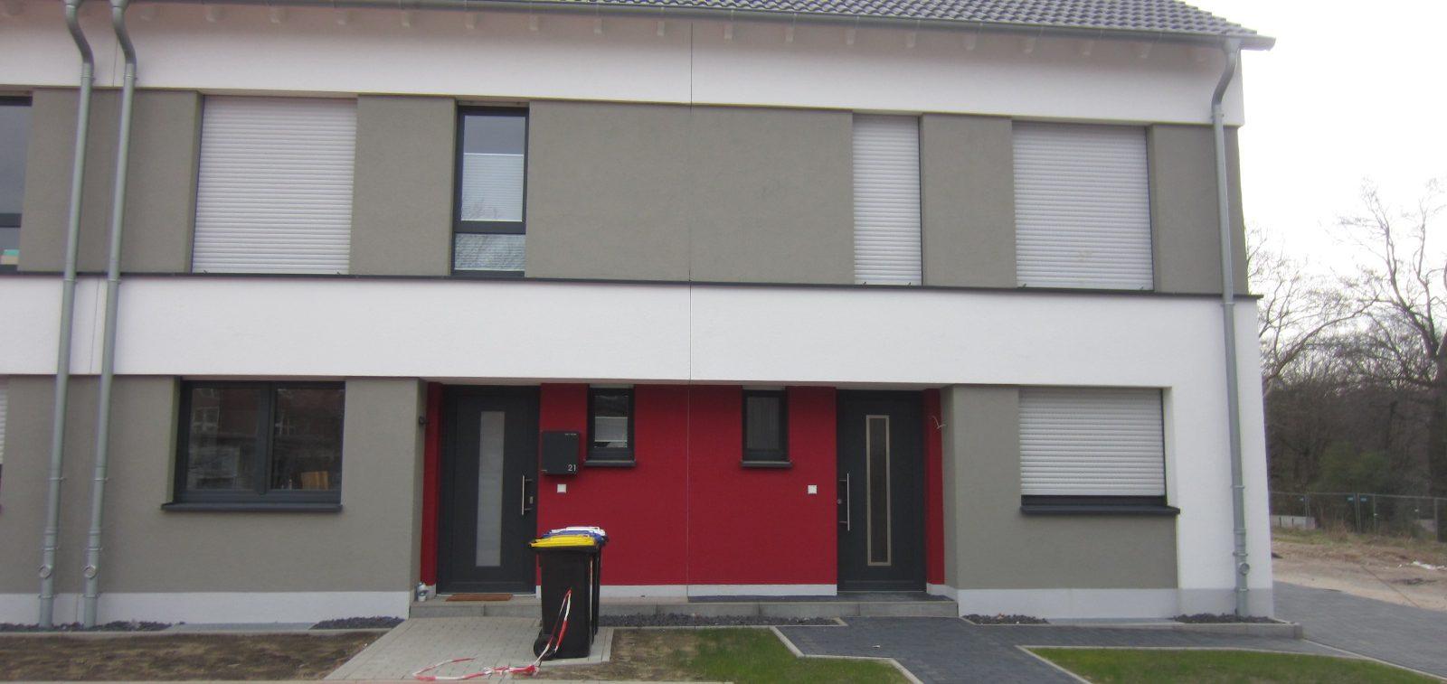 Haus in rot, weiß, grau Vorderansicht